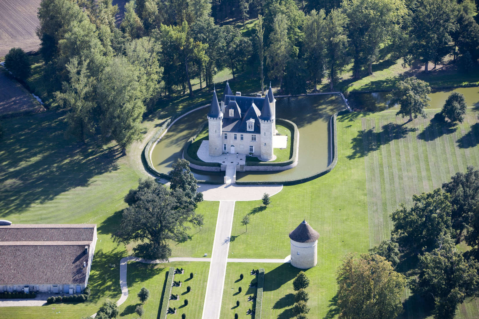Chateau-dAgassac-1660x1106.jpg