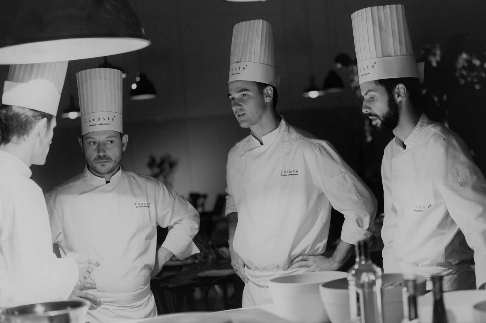 equipe-de-cuisine-de-chez-Lacoste-traiteur-avant-le-service-au-palais-des-congrès-de-bordeaux-1660x1104.jpg